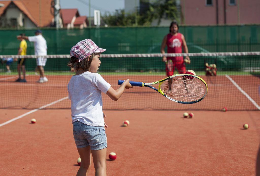 Cursuri initiere copii tenis